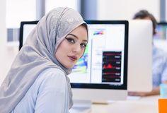 لقد أصبح أسلوب العمل عن بعد حقيقة ملموسة في سوق العمل السعودي، حيث أنه يدعم عمل المرأة السعودية دون أن يطال مسؤولياتها وظروف أسرته...
