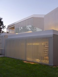 This two-level glass house in Mexico gets ample yet screened daylight thanks to a system of retractible metal shutters. Facade Architecture, Amazing Architecture, Contemporary Architecture, Sun House, Building Skin, Translucent Glass, Decorative Screens, Balcony Railing, Small Buildings