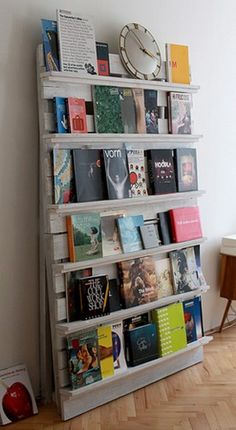 Recycled palette book shelves. I love this idea because you can set your books cover first. This is perfect for a classroom or playroom.