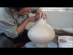 ▶ 80. Throwing a Flatened Round Porcelain Bottle with Hsin-Chuen Lin - YouTube