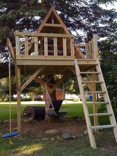 How To Build A Treehouse ? This Tree House Design Ideas For Adult and Kids, Simple and easy. can also be used as a place (to live in), Amazing Tiny treehouse kids, Architecture Modern Luxury treehouse interior cozy Backyard Small treehouse masters Backyard Playground, Backyard For Kids, Backyard Projects, Outdoor Projects, Tree House Playground, Space Projects, Backyard Ideas, Diy Projects, Splash Pad