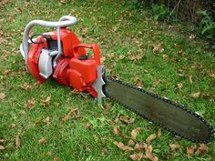 PM REDHEAD Chainsaw. Upon bankruptsy of the former IEL company was created the new PM (POWER MACHINERY) company with former employees from Vancouver, Canada. The Redhead was a very rare saw with limited production(3,600) due to the lack of power and unatractive to buyers. Later models of the WR series upgraded this saw with a more powerful engine (7HP) with a bigger bore and heavy duty gear housing. This saw is from the initial early version and very rare.