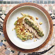 Poached chicken with grillad lettuce and vegan pesto // Pocherad kyckling med grillad sallad och vegansk pesto