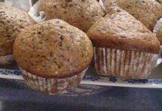 Amerikai kávés muffin csokidarabkákkal recept képpel. Hozzávalók és az elkészítés részletes leírása. Az amerikai kávés muffin csokidarabkákkal elkészítési ideje: 35 perc Sweet Recipes, Muffins, Cupcakes, Sweets, Snacks, Cookies, Breakfast, Food, Christmas