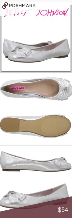 NWT Betsey Johnson Ballet Bow Flats ➖NEW ➖BRAND: Betsey Johnson          ➖SIZE: 9.5  Embellished bow.    ❌NO TRADE.   Entropycat Betsey Johnson Shoes Flats & Loafers