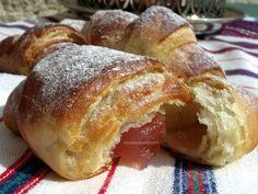 Cornuri pufoase si foietate cu branza, cu gem sau cu rahat | Savori Urbane Pastry And Bakery, Croissant, Easy Meals, Bread, Food, Meal, Essen, Crescent Roll, Hoods