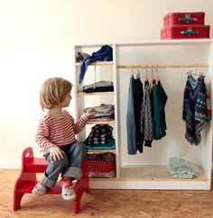 montessori faire seul pédagogie active apprentissage autonome vetir habiller habillage toddler bambin aménagement espace garde robe enfant bambin bébé