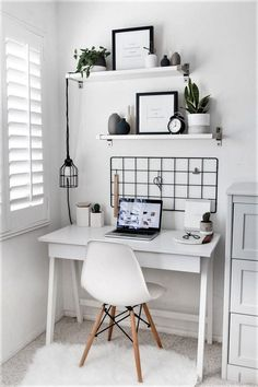 Cute desk area for a bedroom