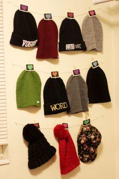 DIY Hat Hanger @Anna Paxton Cove Hat Hanger, Ideas Para Organizar, Diy Hat, Diy Supplies, Knitted Hats, Girl Outfits, Winter Hats, Hair Beauty, Organizing Tips