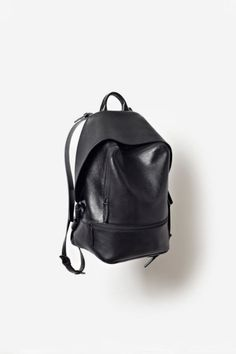 A leather backpack is the only acceptable backpack. Thanks phillip lim Black Leather Backpack, Leather Bag, Cow Leather, Phillip Lim, My Bags, Purses And Bags, Fashion Bags, Fashion Backpack, Comme Des Garcons