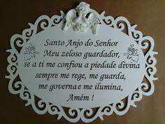 Placa em mdf, com corte à laser da oração do Santo Anjo do Senhor com ganchinho na parte de trás para pendurar na parede, medindo 30x22,50cm.