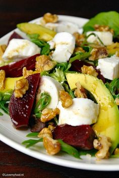 Salad with beets, goat cheese and honey-balsamic dressing – Lovemyfood.nl Salad with beets, goat cheese and honey-balsamic dressing – Lovemyfood. Veggie Recipes, Salad Recipes, Healthy Recipes, Easy Recipes, Beef Recipes, Dinner Recipes, I Love Food, Good Food, Yummy Food