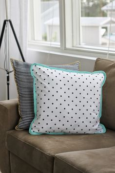 Polkadot & mint pillow