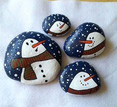 50 Creative DIY Christmas Painted Rock Design Ideas - Best Home Decorating Ideas Pebble Painting, Pebble Art, Stone Painting, Painting Art, Painting Quotes, Stone Crafts, Rock Crafts, Snowman Crafts, Holiday Crafts