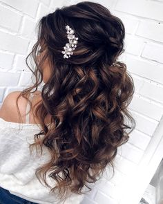 Quince Hairstyles, Wedding Hairstyles For Long Hair, Fashion Hairstyles, Indian Hairstyles, Long Prom Hair, Long Bridal Hair, Curly Hair Styles Wedding, Prom Hair Styles, Volume Hairstyles
