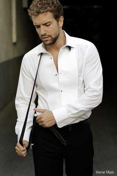 pablo alboran - Buscar con Google Most Beautiful Man, Beautiful People, Portraits, Pretty Men, White Shirts, My Boys, Sexy Men, Chef Jackets, Handsome