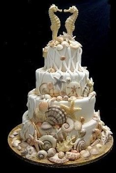 #wedding cakes #wedding I love the kissing seahorses. Sea shells cake
