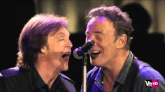 Paul McCartney & Bruce Springsteen - I Saw Her Standing There & Twist An...