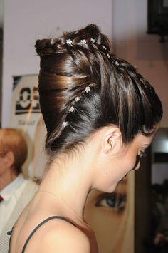 Ana de Oriente - Club del Peinador - Opcion Social, Club, Earrings, Hair, Fashion, Ear Rings, Moda, Stud Earrings, Fashion Styles