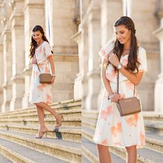 Very lady like today on my blog wearing a cream knee length with some coral floral prints  http://themysteriousgirl.ro/2015/08/lady-like/