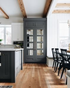"""Julie Howard for Timber Trails on Instagram: """"Anyone else like me and hold out as long as possible after coming back from vacation to fill up your fridge? I'm on day 3 of take out and…"""" Home Staging, Layout Design, Design Ideas, Design Inspiration, Ikea, Lounge, White Houses, New Kitchen, Kitchen Ideas"""
