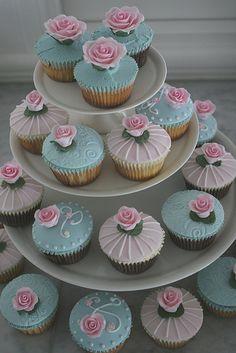 I love cupcakes Pretty Cupcakes, Beautiful Cupcakes, Yummy Cupcakes, Elegant Cupcakes, Chocolate Mud Cake, Chocolate Marshmallows, Wedding Cake Cookies, Wedding Cupcakes, Cupcake Party