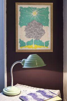 """Collection illustration - Julie Zeitline - www.juliezeitline.com - """"Au dessus de l'arbre"""" 30x40cm / photographie Helene Giansily & Styliste photographe Alexandra Mory-Bejar / #illustration #joie #decoration #soleil #reve #arbre"""