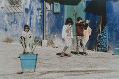 Chefchaouen - dzieci w niebieskim mieście