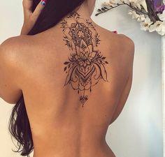 Attractive Back of Neck Tattoo Designs - tatoo ideas - Tatouage Tattoo Henna, Diy Tattoo, Get A Tattoo, Tattoo Signs, Swirly Tattoo, Hand Tattoo, Tattoo Quotes, Henna Back Tattoos, Tattoo On Back