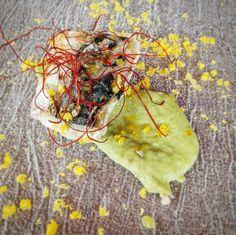 Filetto di #sgombro cotto a #bassatemperatura su crema di #asparagi con tuorlo marinato e #paprika dolce  #unmaredigusto2016 #maredigusto #CucinaAdarte #palamita #sanvincenzo #aifb @instaifb