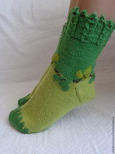 Носки ручной работы. Носки вязаные. Носочки вязаные «ЗЕЛЕНЫЕ ЛИСТОЧКИ» из коллекций «ПОДАРКИ», «МОЯ ЛЮБИМАЯ ДАЧА». Olgafrancesca . Ярмарка мастеров. Knitting Socks, Hand Knitting, Knitted Hats, Knitting Patterns, Crazy Socks, Cool Socks, Paper Craft Supplies, Slouchy Hat, Winter Accessories
