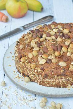 Ontbijttaart met veel fruit, noten en havermout, bijna suikervrij en Hüttenkäse. Echt heel erg lekker! Cake for breakfast, a healthy cake!