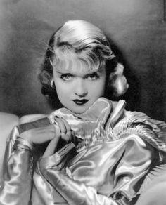 Constance Bennett, 1932