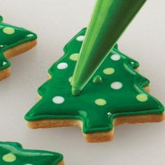 How to Decorate Cookies Like a Pro: Cookie Icing and Decorating There's no denying that half the fun of baking holiday cookies is decorating them! Learn how to decorate cookies like a pro with this guide to cookie icing. Christmas Tree Cookies, Iced Cookies, Cut Out Cookies, Holiday Cookies, Christmas Desserts, Holiday Treats, Christmas Treats, Christmas Baking, Cookie Decorating Party