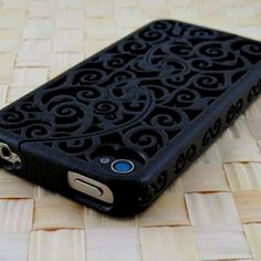 ❤ this Gothic scrolled IPhone cover.