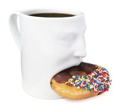 Face Mug - Hold your coffee and your donuts in one hand without risking a spill with the Face Mug. The Face Mug has a face and a wide mouth carved into it tha. Creative Coffee, Unique Coffee Mugs, Cool Mugs, Mug Couple, Inventions Sympas, Cookie In A Mug, Funny Coffee Cups, Funny Mugs, Face Mug