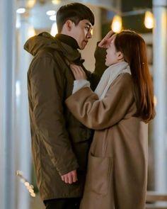 Hyun Bin - Son Ye Jin (Crash landing on you) Korean Drama Quotes, Korean Drama Movies, Korean Actors, Korean Dramas, Hyun Bin, Korean Couple Photoshoot, Best Kdrama, Netflix, W Two Worlds
