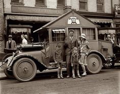STRANGE OLDE 1920'S AUTO - THE FIRST CAMPER?