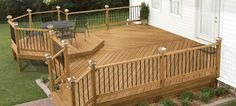 A home deck is a special part of your outdoor living space that should last for years. Home deck maintenance is pretty simple and it only needs to be done once a year. Mobile Home Deck, Mobile Homes, Free Deck Plans, Deck Design Plans, Deck Maintenance, Deck Building Plans, Laying Decking, Outdoor Decking, Deck Construction
