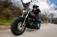 Comparativa Custom: Harley Davidson FXDF Fat Bob y Triumph Thunderbird Commander. Galería Ktm Exc, Kevin Schwantz, Harley Davidson Fat Bob, Triumph Thunderbird, Custom Harleys, Bmw, Motorcycle, Cars, Design