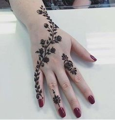 Back Hand Tattoo Mehndi Design Henna Hand Designs, Mehndi Designs Finger, Henna Tattoo Designs Simple, Mehndi Designs For Beginners, Modern Mehndi Designs, Mehndi Design Photos, Mehndi Simple, Mehndi Designs For Fingers, Latest Mehndi Designs