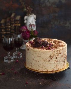 All people are divided into two types — those who love peanut butter and those who do not. If you belong to the first type, then this recipe from Daria Saliti Bakery Recipes, Easy Cake Recipes, Frosting Recipes, Dessert Recipes, Peanut Cake, Macarons, Individual Cakes, Sweet Pastries, Mousse Cake