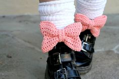 Free Crochet Pattern + WIWT: Bee and PuppyCat! Crochet Boot Cuffs, Crochet Bows, Crochet Slippers, Cute Crochet, Crochet Motif, Crochet For Kids, Crochet Clothes, Crochet Flowers, Knit Crochet
