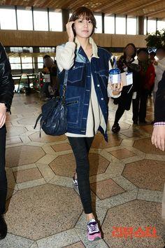 http://okpopgirls.rebzombie.com/wp-content/uploads/2013/03/SNSD-Sooyoung-airport-fashion-March-25-01.jpg