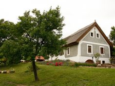 Színek, anyagok! Cottage Homes, Traditional House, Countryside, Palace, Barn, Exterior, Architecture, House Styles, Houses