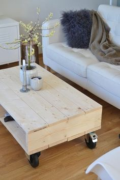 Love the modern industrial look of this! The post simple coffee table design! Love the modern industrial look of this! Simple Coffee Table, Coffee Table Plans, Coffee Table Design, Coffee Table On Wheels, Pallet Furniture, Furniture Projects, Pallet Projects, Furniture Plans, Pallet Ideas