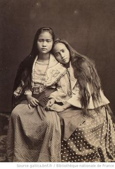Portrait of two young Filipina friends Manila Philippines Eugene Atget, We Are The World, People Of The World, Old Photos, Vintage Photos, No Ordinary Girl, Philippines Culture, Philippines Dress, Black And White