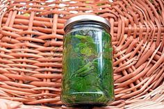 Spanac la borcan pentru iarna Romanian Food, Romanian Recipes, Conservation, Free Food, Stevia, Pickles, Mason Jars, Food And Drink, Healthy Recipes