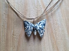 Collier papillon bleu et ivoire en origami