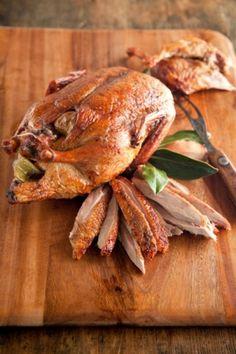 "basilgenovese: ""Pato Borgonha (via Paula Deen)"" Wild Game Recipes, Duck Recipes, Meat Recipes, Cooking Recipes, Cleaning Recipes, Goose Recipes, Roast Duck, Gula, Rabbits"